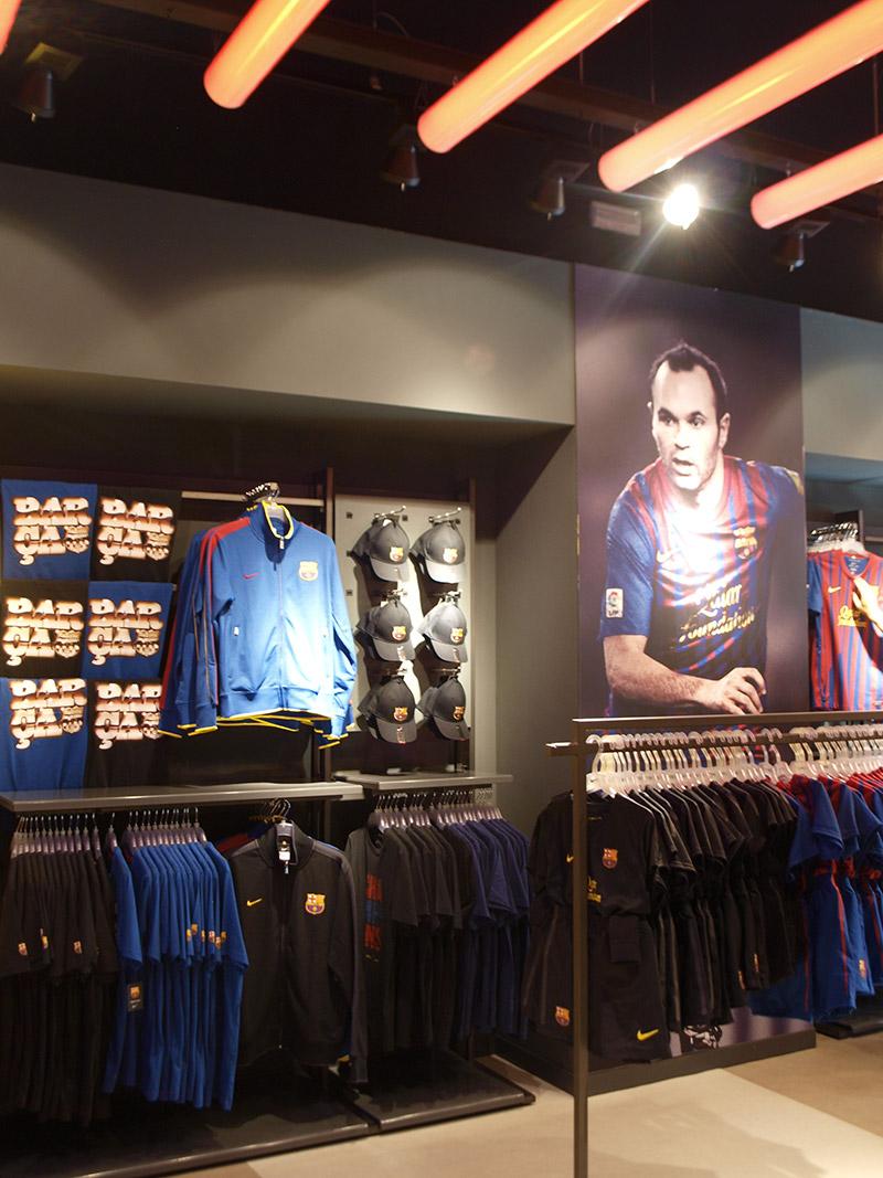 Interior tienda FCB Roca Village