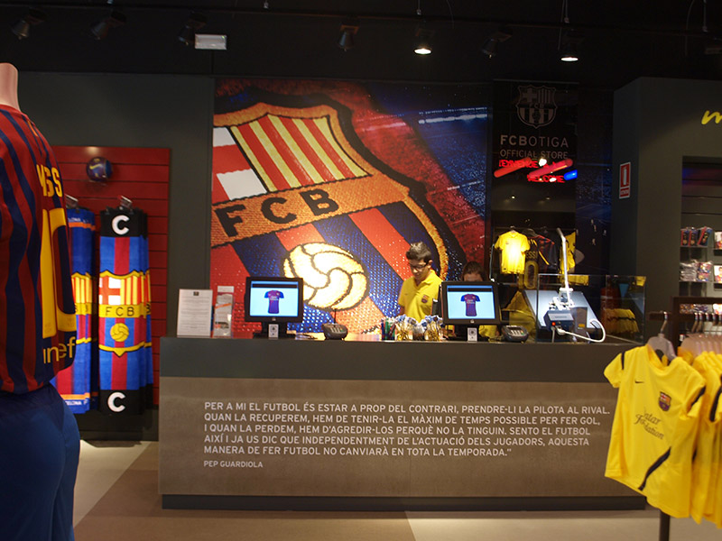 Interior reforma tienda FCB Roca Village