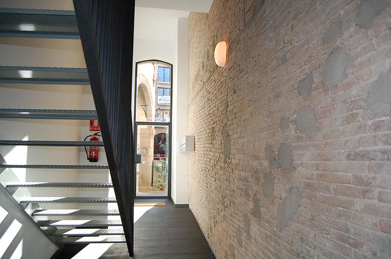 Detalla rehabilitación vestíbulo edificio Figueres