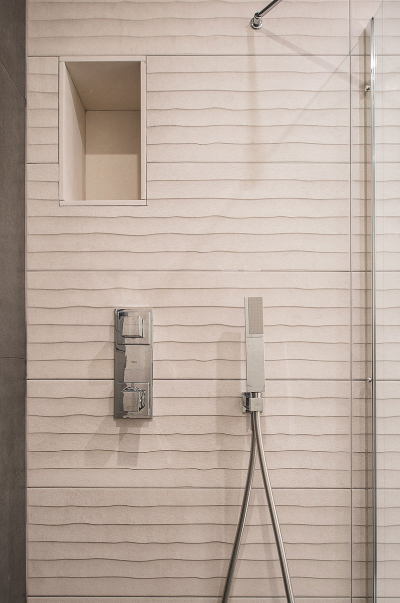 Detall frontal ducha baño / Detalle frontal dutxa bany